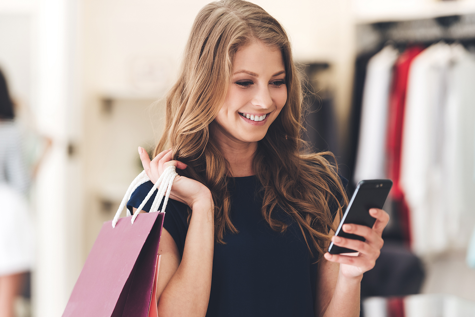 Girl_Shopping_with_Phone1